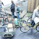 Bild vom Transport der Stühle für das Pop Up-Café im Salon 58